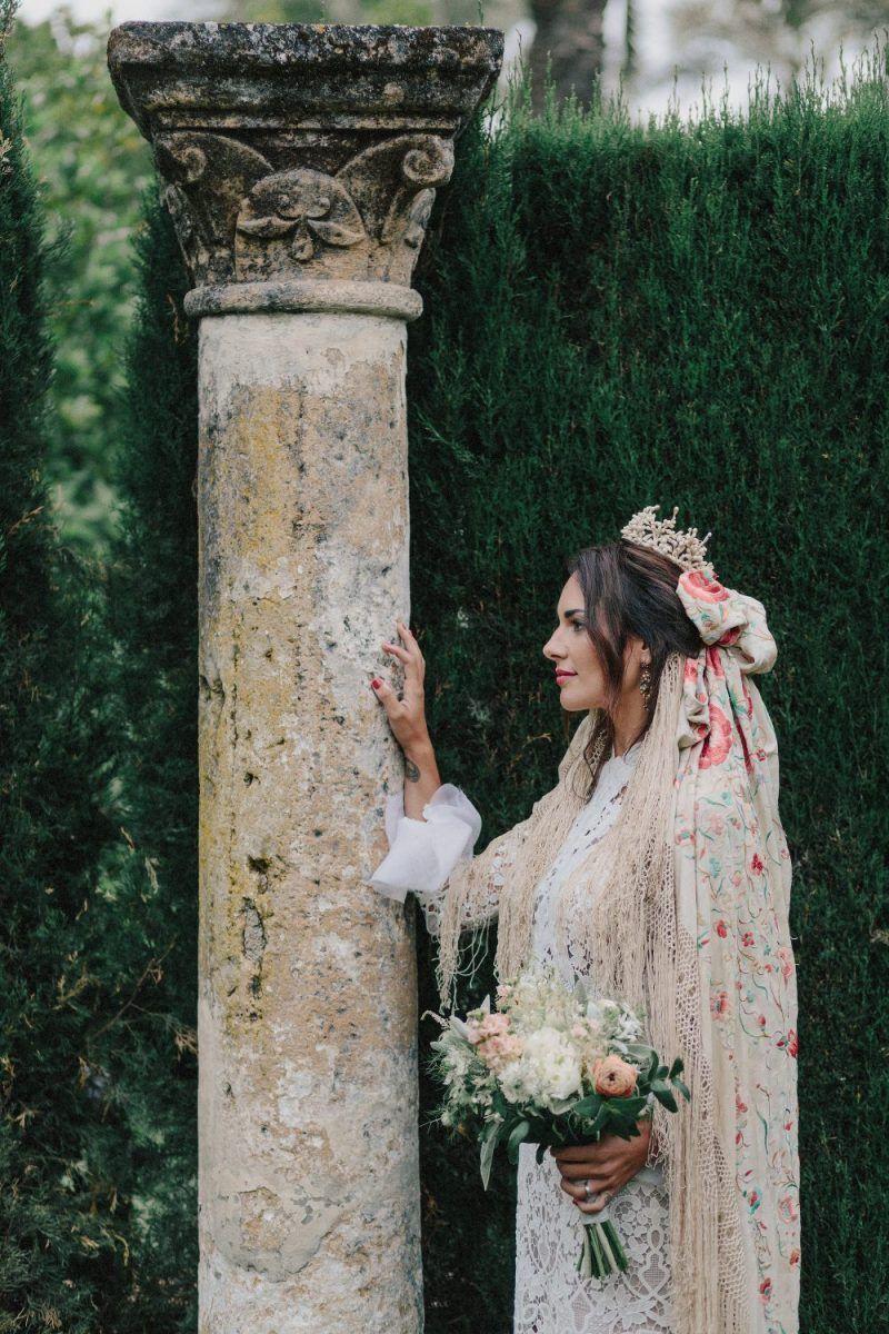 La-novia-neoandaluza-inspiracion-peinado-y-peluquería-para-novias-e-invitadas
