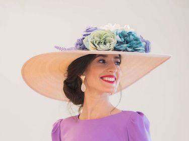 Invitada-boda-con-vestido-lila-de-Atelier-Cho-y-pamela-de-Chouette-Tocados-32 copia