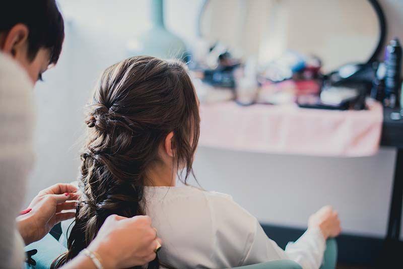 Maquillaje y peinado para novias e invitadas