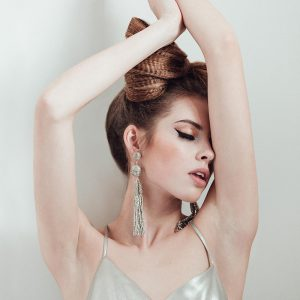Tendencias-maquillaje-y-peluqueria-nueva-campana-2018-ouinovias-Fotos-de-Concorazon-vestido-Cristina-Pina-2