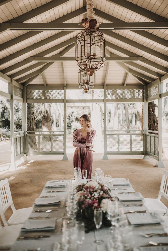 invitada-boda-mono-terciopelo-bridalada copia