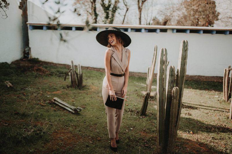 ouinovias_peinado_sombrero