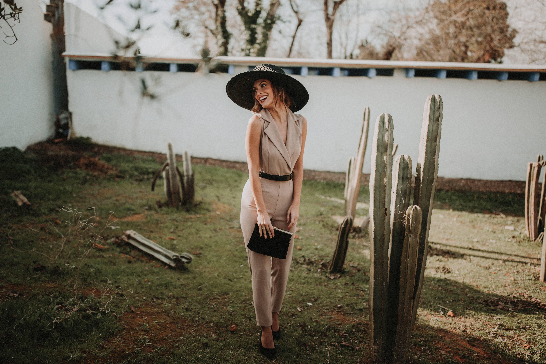 mono_camel_tendencia_look_invitada_perfecta_bridalada
