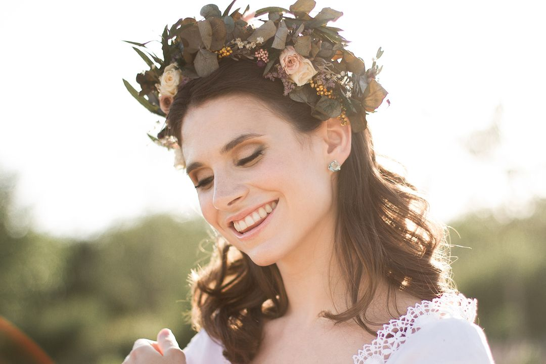 oui_novias_inspiracion_maquillaje_peluqeria_corona_flores_web